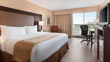 Ramada by Wyndham Belleville Harbourview Conference Centre