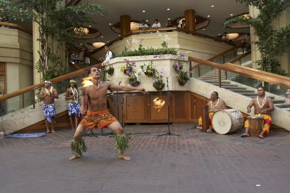Theater Show, Hyatt Regency Waikiki Beach Resort & Spa