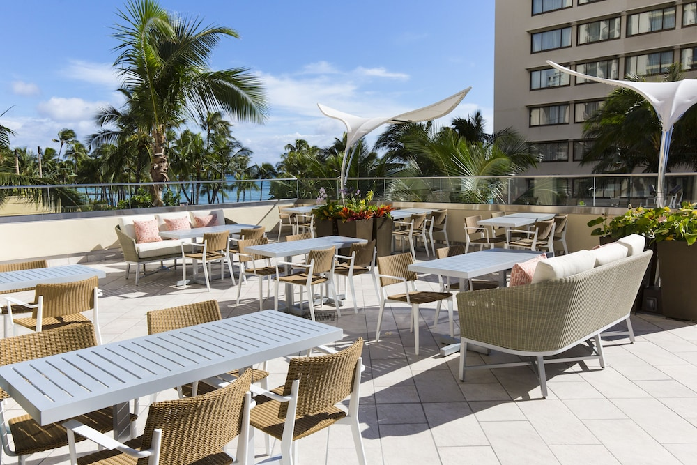 Outdoor Dining, Hyatt Regency Waikiki Beach Resort & Spa
