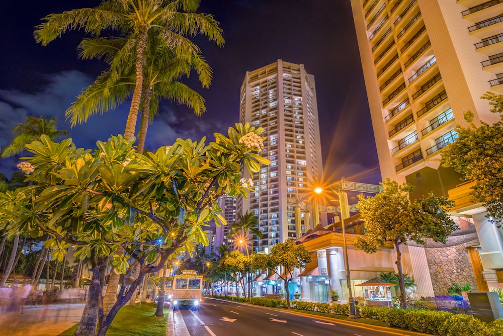 Front of Property - Evening/Night, Hyatt Regency Waikiki Beach Resort & Spa