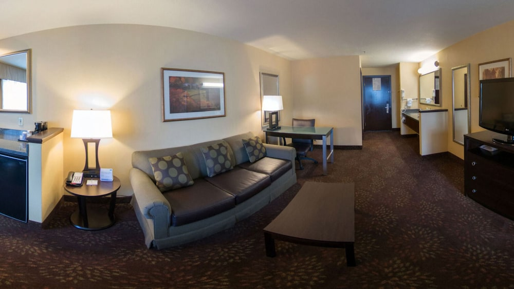 Living Room, Holiday Inn Express Portland East - Troutdale, an IHG Hotel