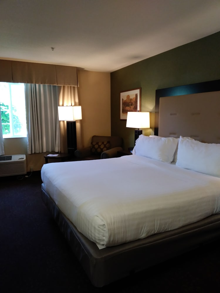 Room, Holiday Inn Express Portland East - Troutdale, an IHG Hotel