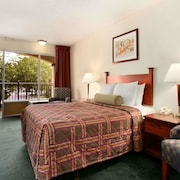Travelodge by Wyndham Waukegan Gurnee