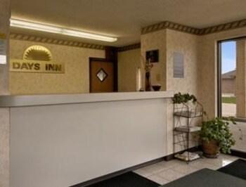 days inn charleston il hotell i charleston usa. Black Bedroom Furniture Sets. Home Design Ideas