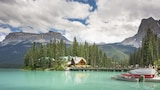 Emerald Lake Lodge - Field Hotels
