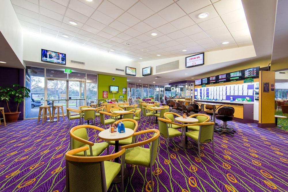 Lavington Australia  city pictures gallery : ... Country Club Resort Deals & Reviews Lavington, Australia | Wotif