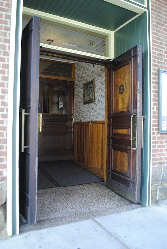 Property Entrance, Hotel Millersburg