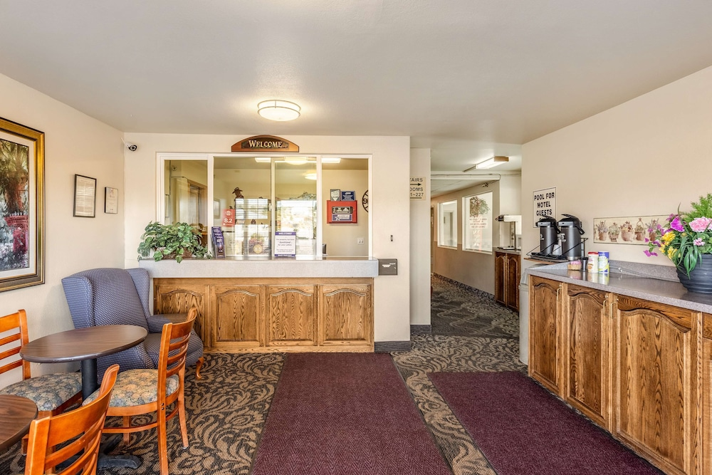 Lobby, Americas Best Value Inn Burns