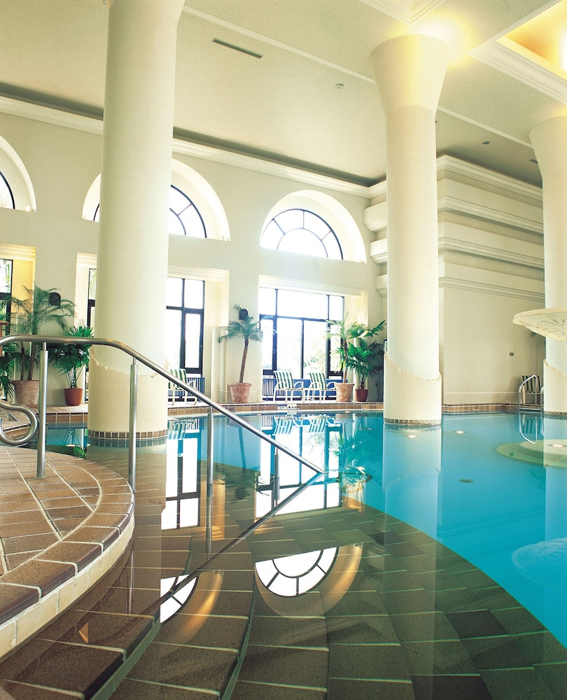 Indoor Pool, Hotel Nikko Alivila