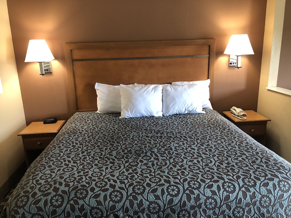 Room, Days Inn by Wyndham Columbus