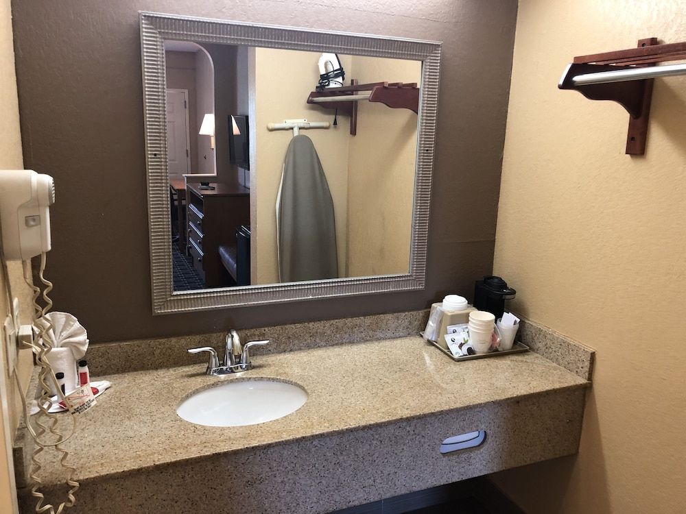 Bathroom Sink, Days Inn by Wyndham Columbus