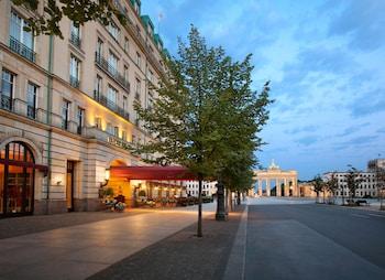 Unter den Linden 77, Berlin, 10117, Germany.
