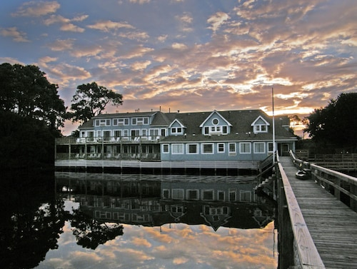 Pet Friendly Hotels in Outer Banks: $70 Dog Friendly Hotels