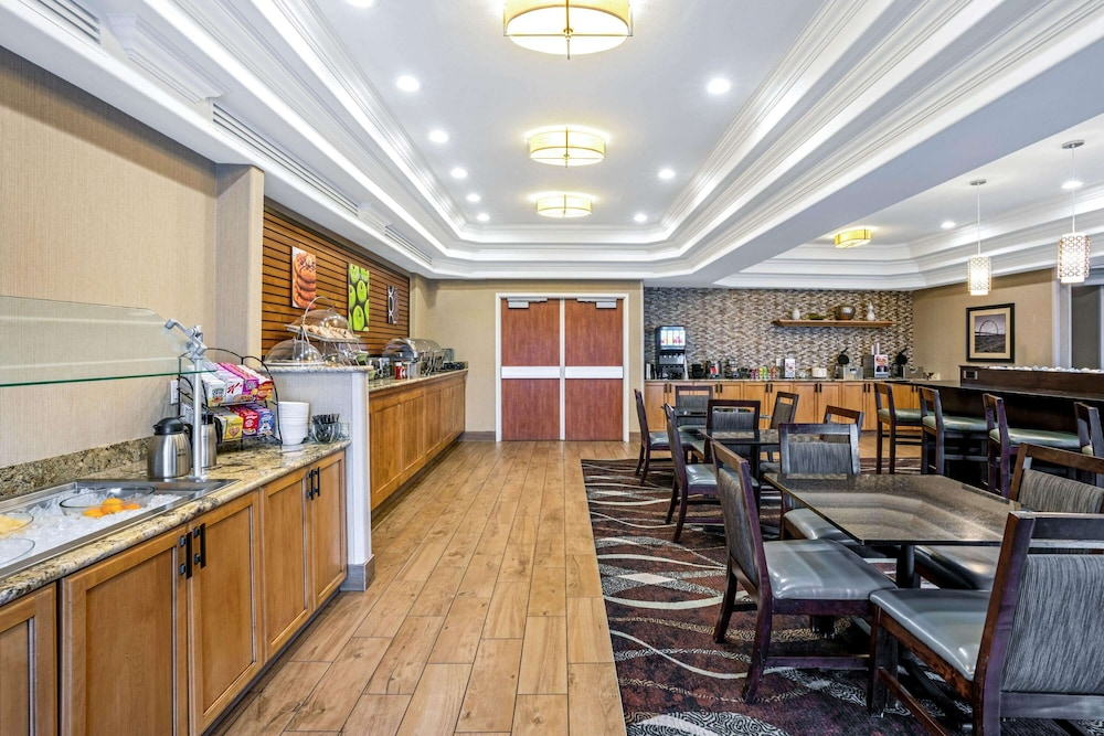 Breakfast Area, La Quinta Inn & Suites by Wyndham Coeur d`Alene