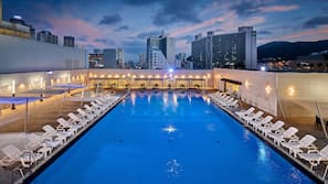 Indoor pool, outdoor pool, free cabanas, pool umbrellas