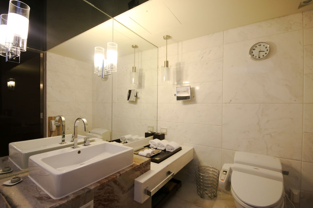 Bathroom, Lotte Hotel Busan