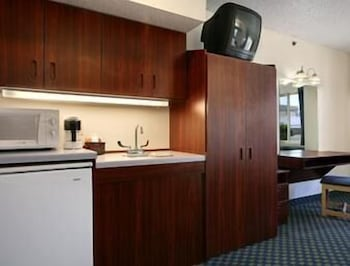 Private Kitchenette, Microtel Inn & Suites By Wyndham Tulsa East