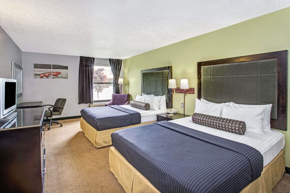 Room, Days Inn by Wyndham Great Lakes - N. Chicago