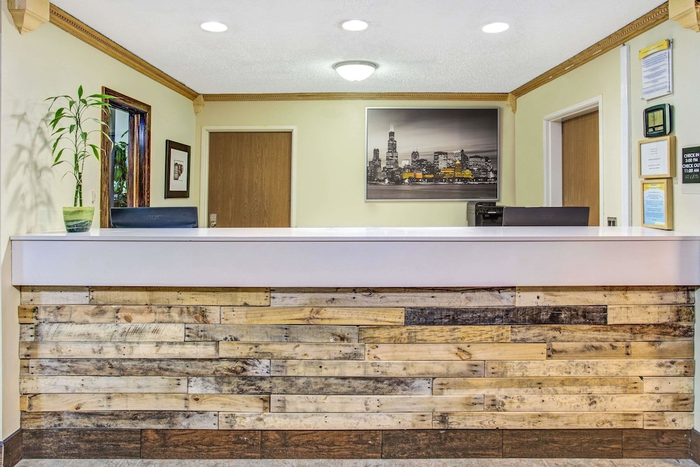 Reception, Days Inn by Wyndham Great Lakes - N. Chicago