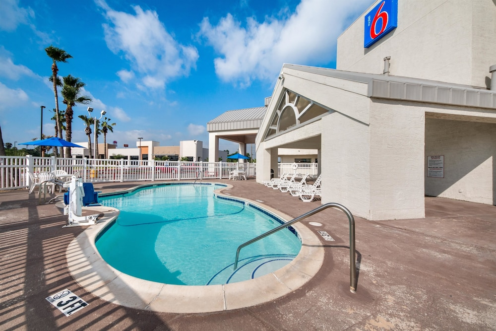 Outdoor Pool, Motel 6 Brownsville, TX North