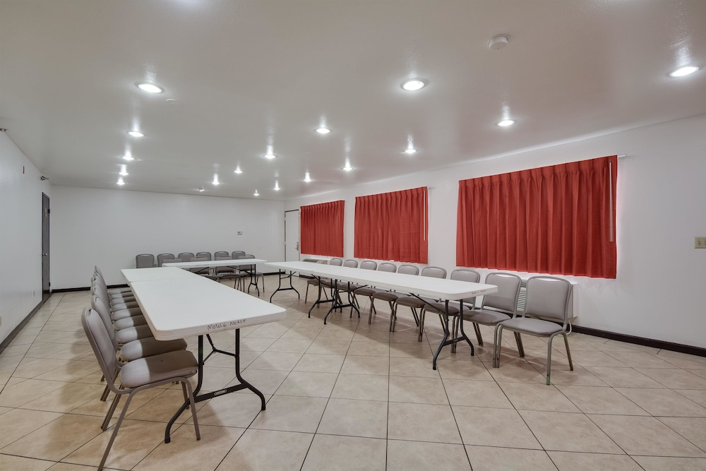Meeting Facility, Motel 6 Brownsville, TX North