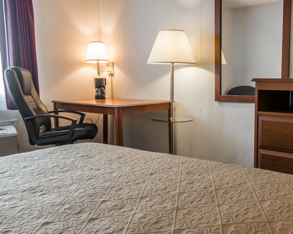 Room, Quality Inn Hudsonville