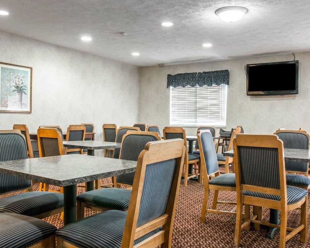 Breakfast Area, Quality Inn Hudsonville