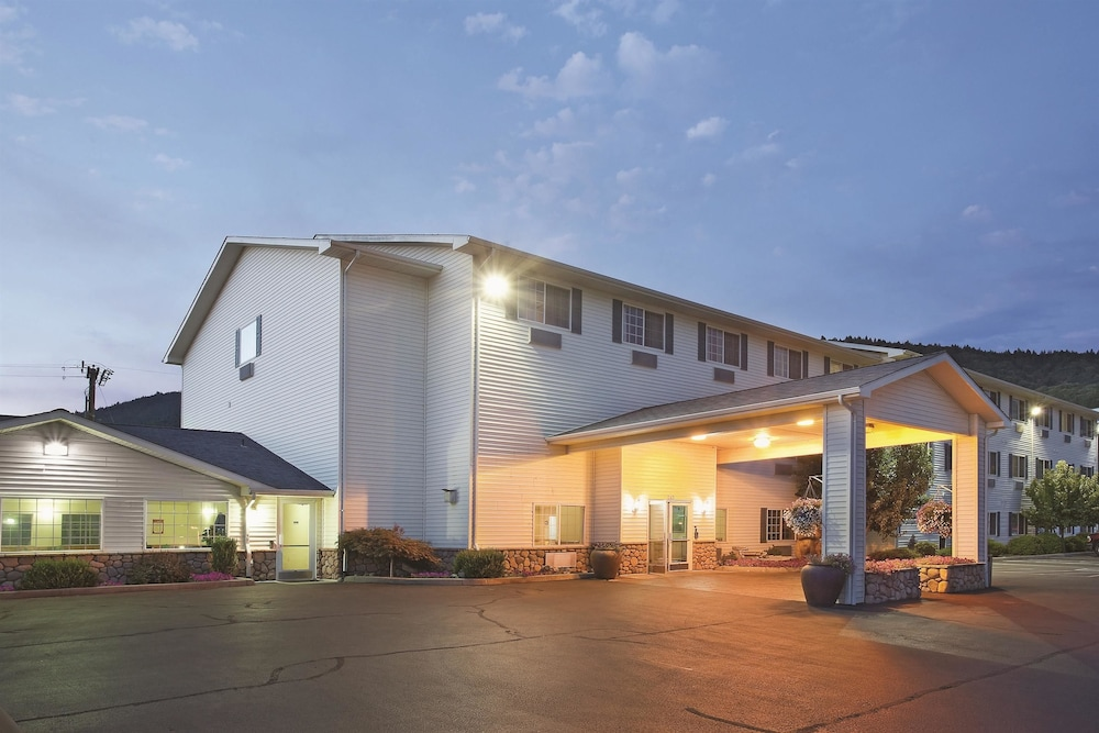 Book La Quinta Inn  U0026 Suites Grants Pass