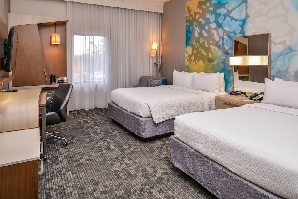 Room, Courtyard by Marriott Palm Desert
