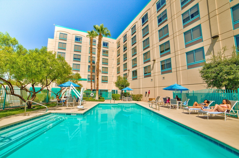 Outdoor Pool, DoubleTree by Hilton Las Vegas Airport