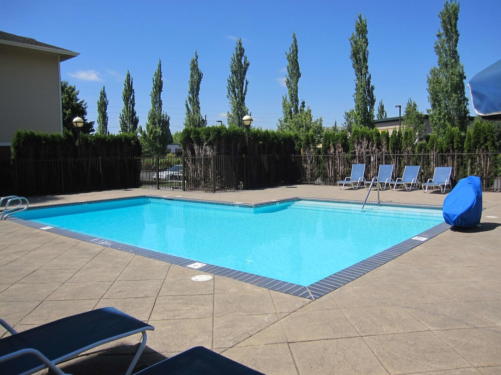 Pool, Extended Stay America Portland - Hillsboro