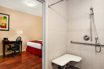 Room, 1 Queen Bed, Accessible (ADA Compliant) - Bathroom