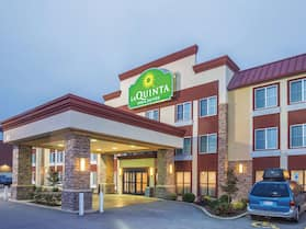 La Quinta Inn & Suites by Wyndham O'Fallon, IL - St. Louis