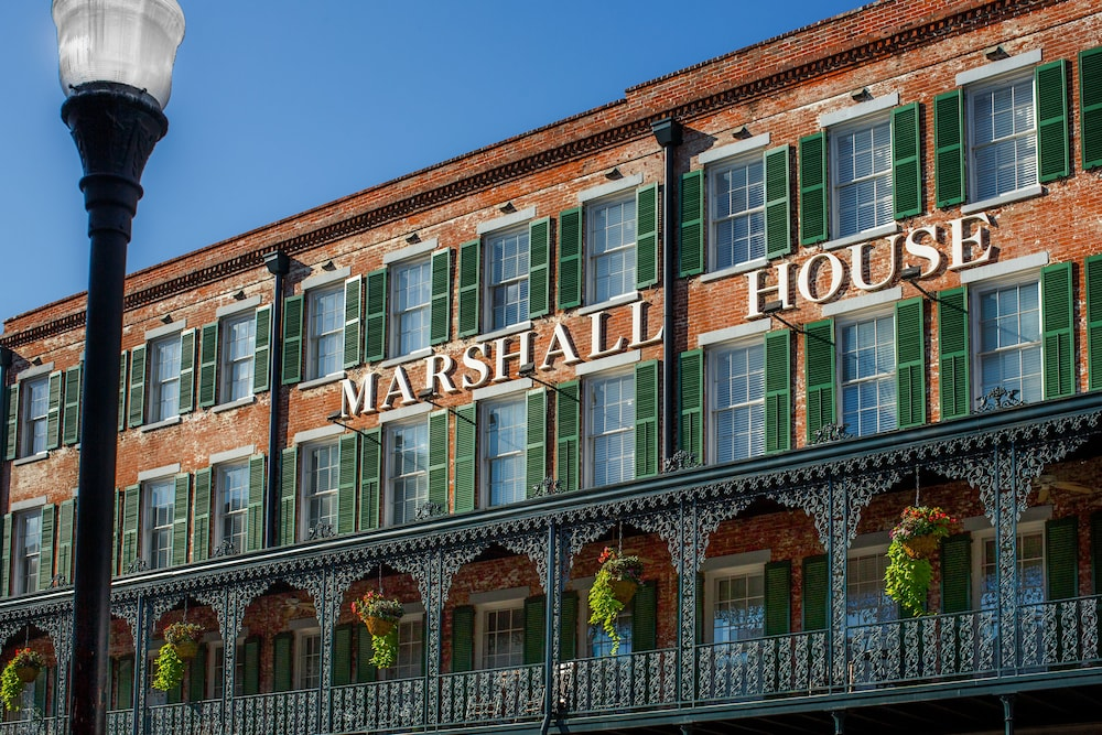 The marshall house in savannah hotel rates reviews on for Marshall house