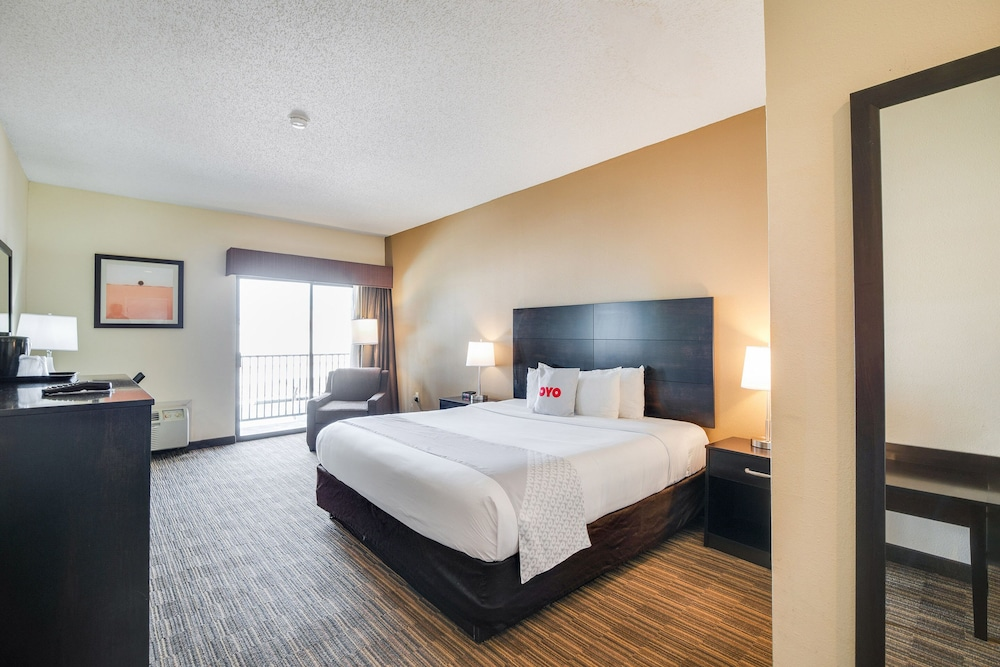 Room, Baymont by Wyndham Houston North
