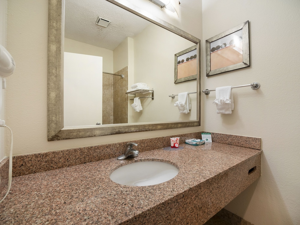 Bathroom, Baymont by Wyndham Houston North