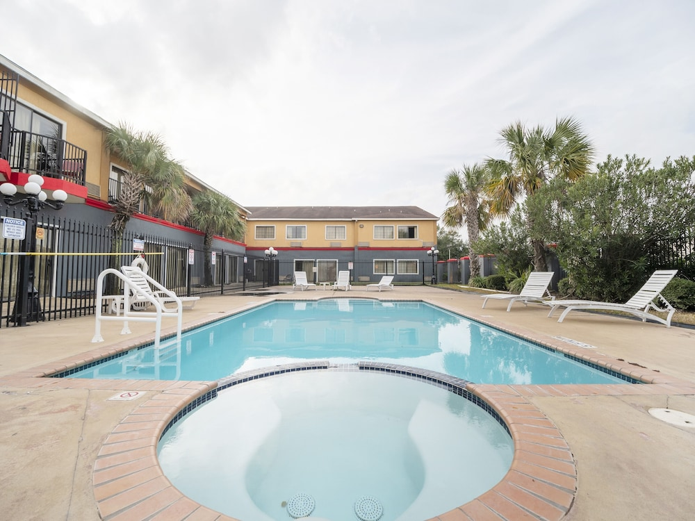 Pool, Baymont by Wyndham Houston North