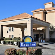 Days Inn by Wyndham Dunn