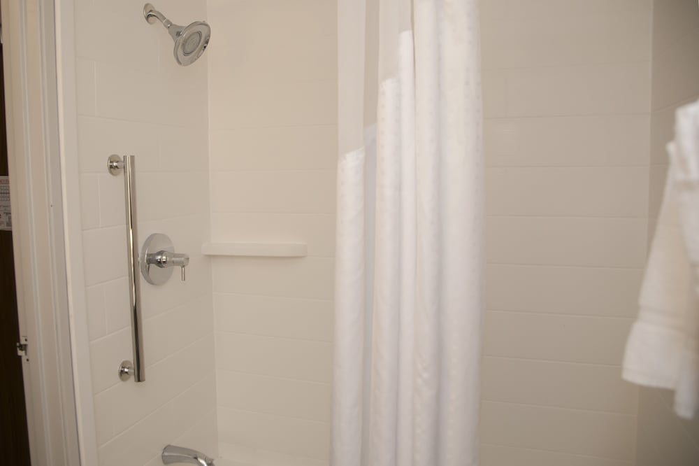 Bathroom Shower, Holiday Inn Express & Suites Colorado Springs North, an IHG Hotel