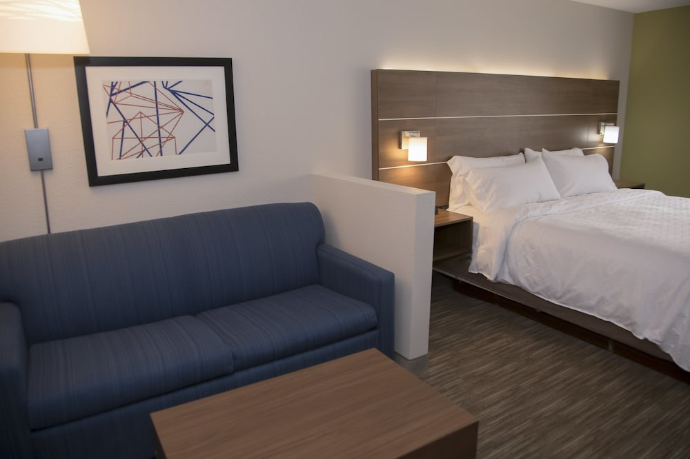 Room, Holiday Inn Express & Suites Colorado Springs North, an IHG Hotel