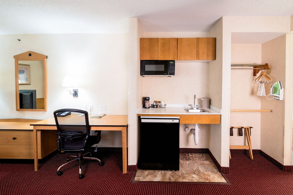 Room Amenity, AmericInn by Wyndham Denver Airport