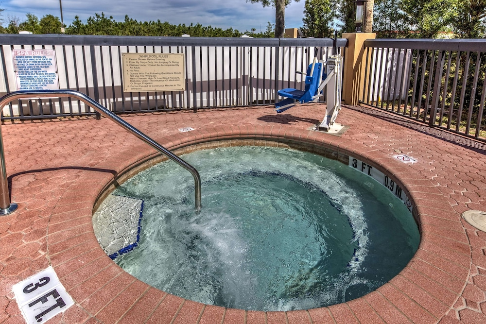 Outdoor Spa Tub, Hampton Inn Orlando-Maingate South