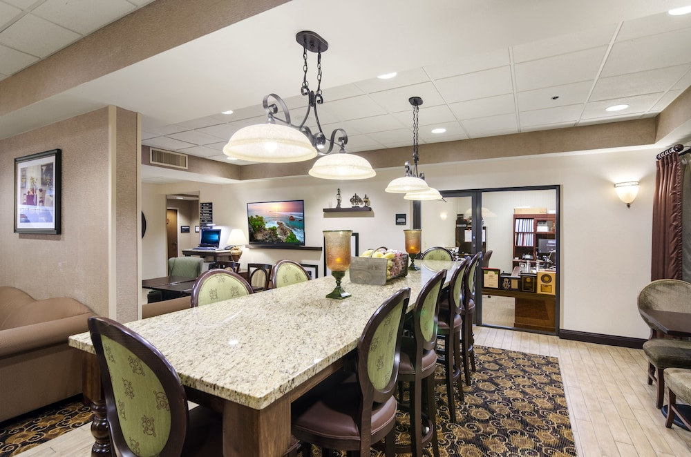 Lobby Lounge, Hampton Inn Mount Dora