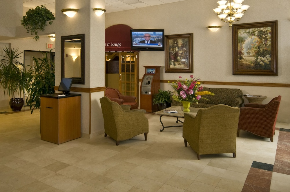 Lobby Sitting Area, Meadowlands Plaza Hotel