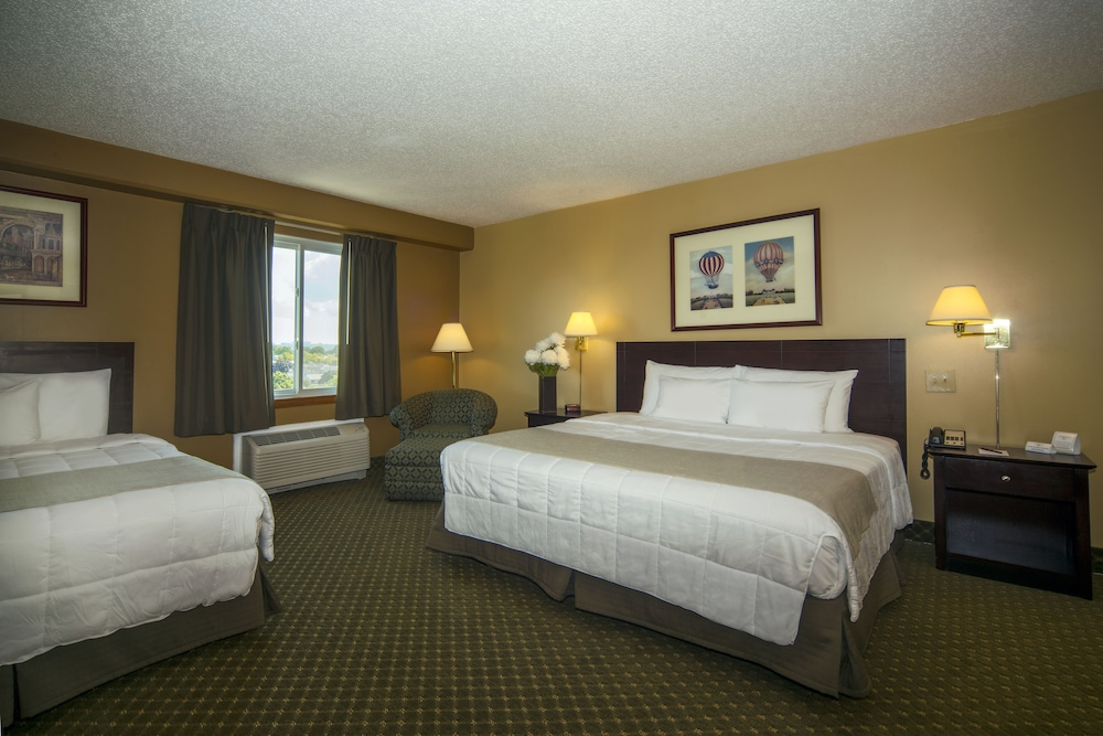 Room, Meadowlands Plaza Hotel