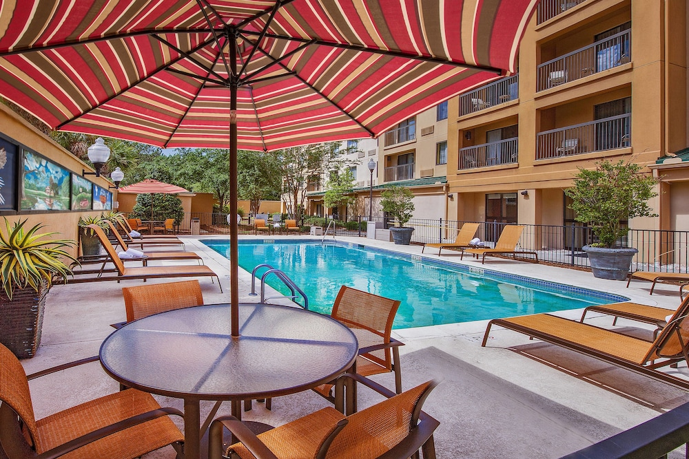 Outdoor Pool, Courtyard by Marriott North Charleston Airport/Coliseum