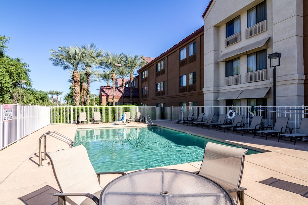 Outdoor Pool, Red Roof Inn PLUS+ Tempe - Phoenix Airport