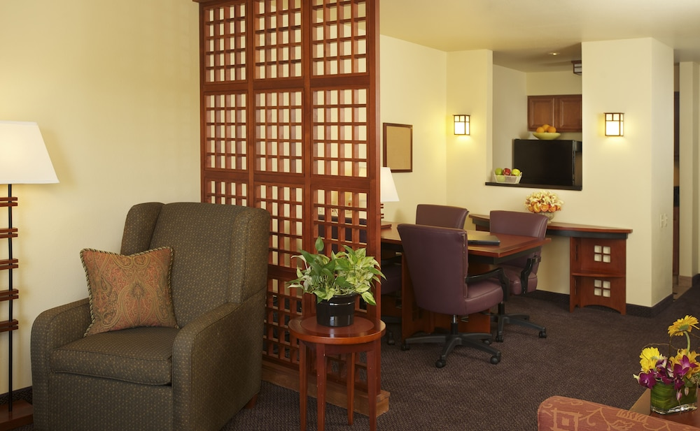 Living Area, Larkspur Landing Folsom - An All-Suite Hotel