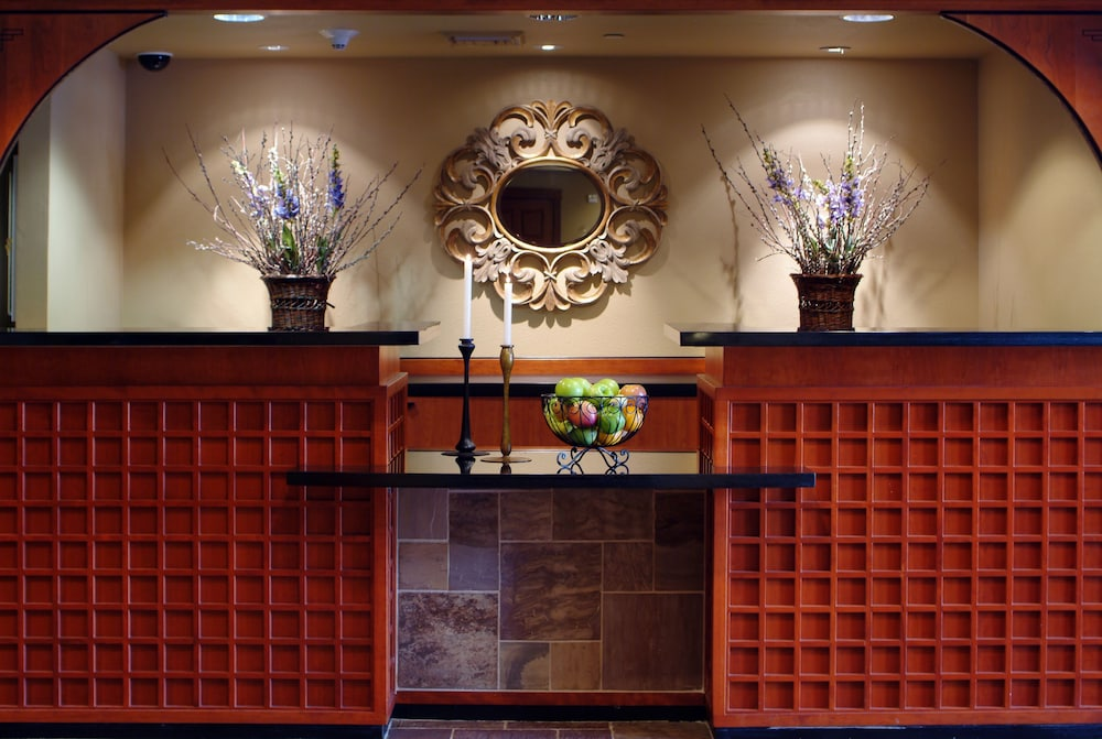 Interior Entrance, Larkspur Landing Folsom - An All-Suite Hotel