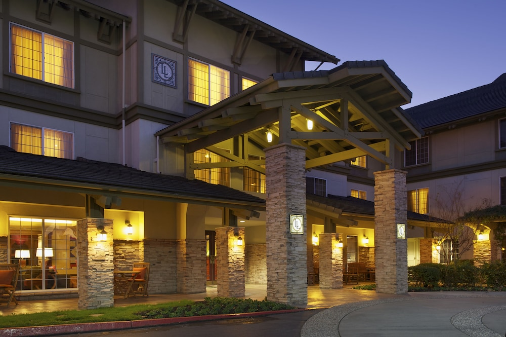 Front of Property - Evening/Night, Larkspur Landing Folsom - An All-Suite Hotel